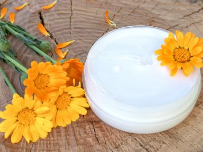 Csodaszer a bőrnek: ez a körömvirág kenőcs